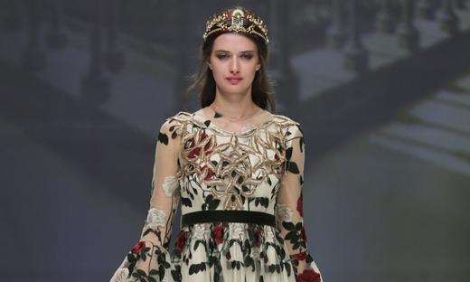 2019春夏婚纱[Matilde Cano]巴塞罗那时装发布会